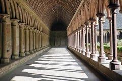 De gang van de abdij in Mont St. Michel Stock Afbeelding