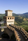De gang van de borstwering en toren van het Vigoleno kasteel, Ita Stock Foto