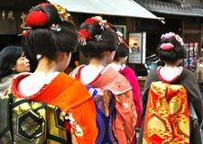 De gang van de geisha in de straat Kyoto Royalty-vrije Stock Afbeeldingen