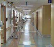 De gang van het ziekenhuis Stock Foto's