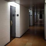De gangbinnenland van het hotel Stock Foto's