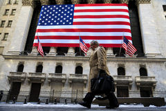 De gangen van de zakenman in de beurs van New York Royalty-vrije Stock Afbeeldingen