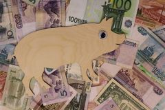 De gangen van het symbool 2019 varken op bankbiljetten van verschillende landen royalty-vrije stock foto's