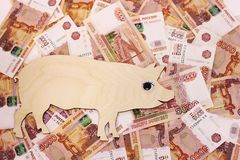 De gangen van het symbool 2019 varken op Russische bankbiljetten 5000 roebels royalty-vrije stock foto