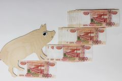 De gangen van het symbool 2019 varken op Russische bankbiljetten 5000 roebels royalty-vrije stock fotografie