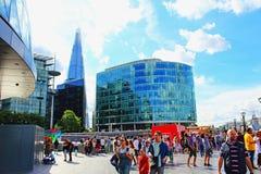 De Gangtoeristen Londen het Verenigd Koninkrijk van de koningin royalty-vrije stock fotografie