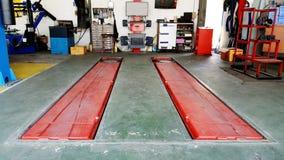 De garage van de autodienst met mechanische hulpmiddelenfoto Royalty-vrije Stock Fotografie