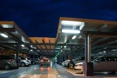 De Garage van het luchthavenparkeren Royalty-vrije Stock Foto's