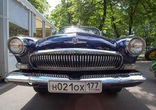 De gaz-21 Volga auto bij de show van de auto's van inzamelingsretrofest stock foto's