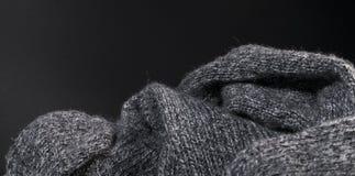 De geïsoleerde achtergrond van de de stoffentextuur van de close-up grijze wol Royalty-vrije Stock Foto