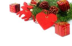 De geïsoleerde takken en de decoratie van de kerstboom Stock Foto