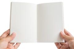 De geïsoleerde vrouwenhanden houden een open leeg notitieboekje Royalty-vrije Stock Afbeeldingen