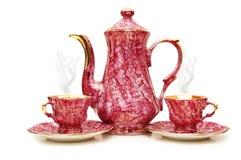 De geïsoleerdee pot en de koppen van de thee Stock Foto