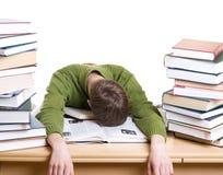 De geïsoleerdeg slaapstudent met boeken Stock Foto