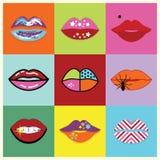 De geassorteerde en kleurrijke lippen van pop-artvrouwen geplaatst affiche Stock Afbeelding