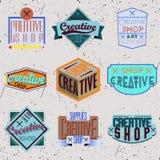 De geassorteerde insignes van het kleuren retro ontwerp logotypes Stock Foto