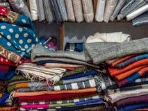 De geassorteerde Sjaals van de Jakkenwol voor Verkoop Stock Fotografie