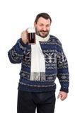 De gebaarde mens nodigt aan een bierfestival uit Royalty-vrije Stock Foto's