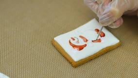 De gebakjechef-kok voert skillfully vakantieorde uit stock video