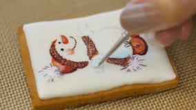 De gebakjechef-kok voert skillfully vakantieorde uit stock footage