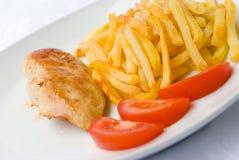 De gebakken kippenborst met fren Royalty-vrije Stock Afbeeldingen