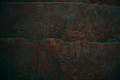 De gebarsten oude achtergrond van de steenmuur, donkere grungetextuur dicht omhoog Royalty-vrije Stock Afbeelding