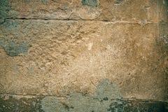 De gebarsten oude achtergrond van de steenmuur, donkere grungetextuur dicht omhoog Stock Foto