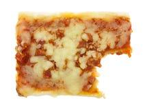 De gebeten pepperonis en pizza van de mozarellakaas Stock Foto's