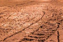 De gebieden zijn droog, is het land gebroken stock foto's