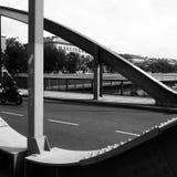 De gebogen straal van de brugsteun Stock Afbeeldingen