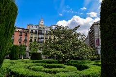 De gebouwen nemen boven de hemel van Madrid toe Stock Afbeeldingen