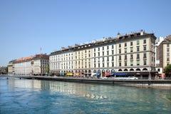 De gebouwen op Bergues-kade op bank van de rivier van de Rhône in Geneve Royalty-vrije Stock Fotografie