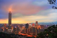 De gebouwen van de de stadshorizon van Taipeh Taiwan met Taipeh 101 Royalty-vrije Stock Foto's