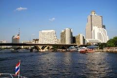 De Gebouwen van de waterkant in Bangkok, Thailand. Stock Afbeelding