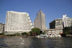 De Gebouwen van de waterkant in Bangkok, Thailand. Royalty-vrije Stock Foto's
