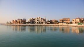 De gebouwen van de waterkant in Doha royalty-vrije stock afbeeldingen