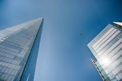De gebouwen van het bureauglas in samenvatting Stock Afbeeldingen