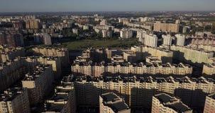 De gebouwen van het slaapzaalgebied in Kyiv stock video