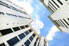 De gebouwen van het torenbureau Stock Afbeeldingen