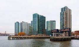 De gebouwen van Long Island bij zonsondergang Royalty-vrije Stock Foto