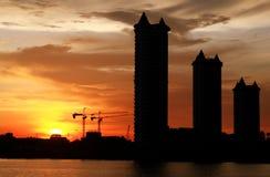 De gebouwenmening in zonsondergang Stock Foto