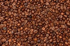 De gebraden donkere achtergrond van Koffiebonen Royalty-vrije Stock Afbeeldingen