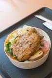 De gebraden maaltijd van het kippenbeen Stock Afbeeldingen
