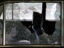De gebroken auto van barsten glas stock afbeeldingen