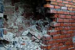 De gebroken muur van bakstenen Royalty-vrije Stock Afbeeldingen
