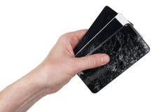De gebruiker houdt in zijn hand gebrekkig geen naam slimme telefoons met royalty-vrije stock foto