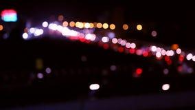 DE-geconcentreerde nachtverkeerslichten - Chennai-straat - abstracte achtergrond stock videobeelden