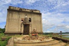 De Gedaalde tempel, dalende tempel Stock Fotografie