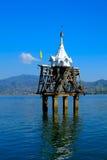 De gedaalde tempel, Dalende tempel, een beroemd oriëntatiepunt in Sangkhlab Royalty-vrije Stock Fotografie