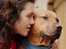 De gedeprimeerde droevige hond van het tienermeisje Royalty-vrije Stock Fotografie